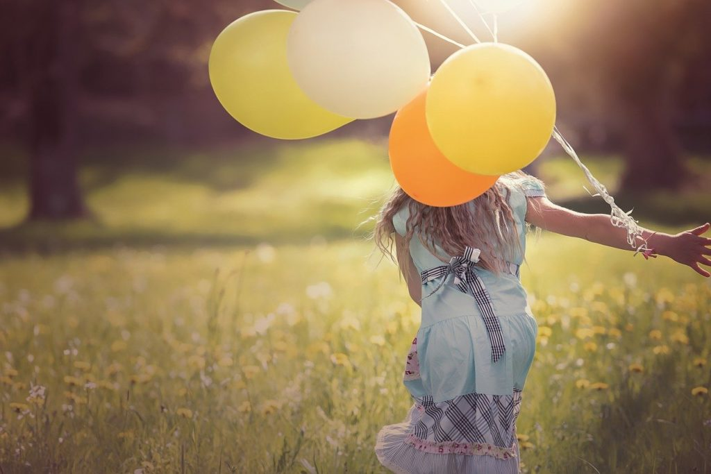 Girl Balloons Child Happy Out  - Pezibear / Pixabay